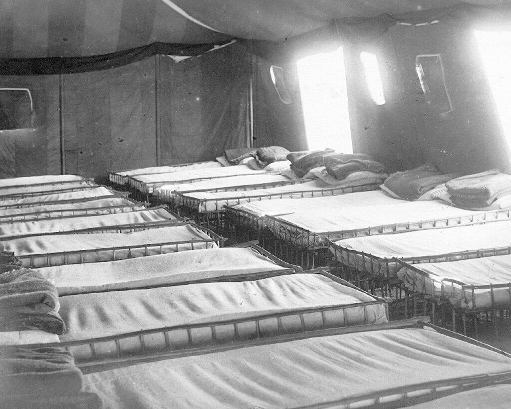 В палатке для беженцев