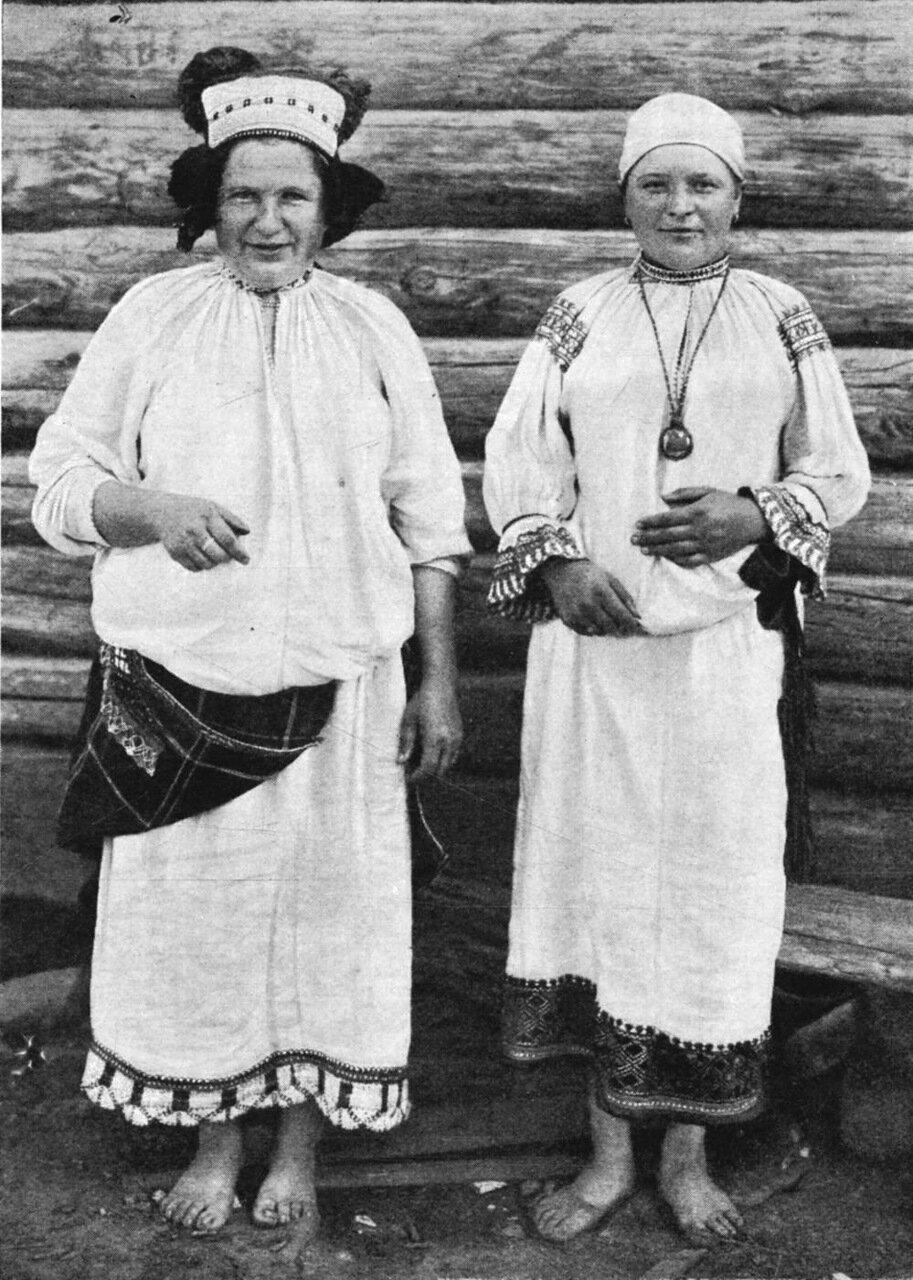 10. Костюм замужней женщины в Дмитровском уезде, Орловской губернии