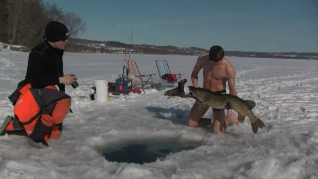 extreme-hand-fishing-under-ice.jpg