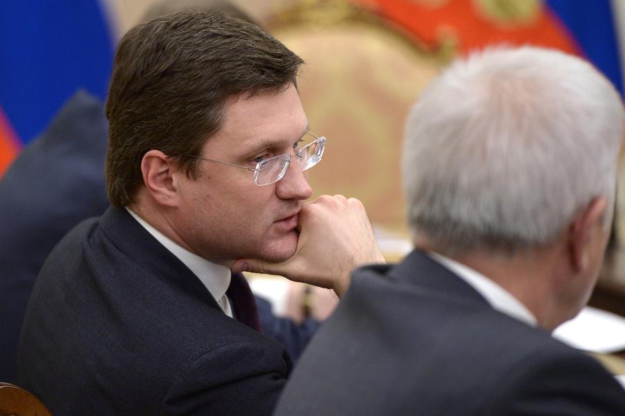 Новак на встрече президента с руководителями нефтедобывающих компаний 1.03.16.png