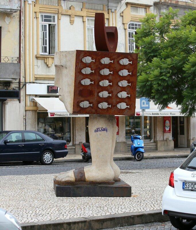 Авейру. Скульптура Луиса Кеймадела (Luís Queimadela)