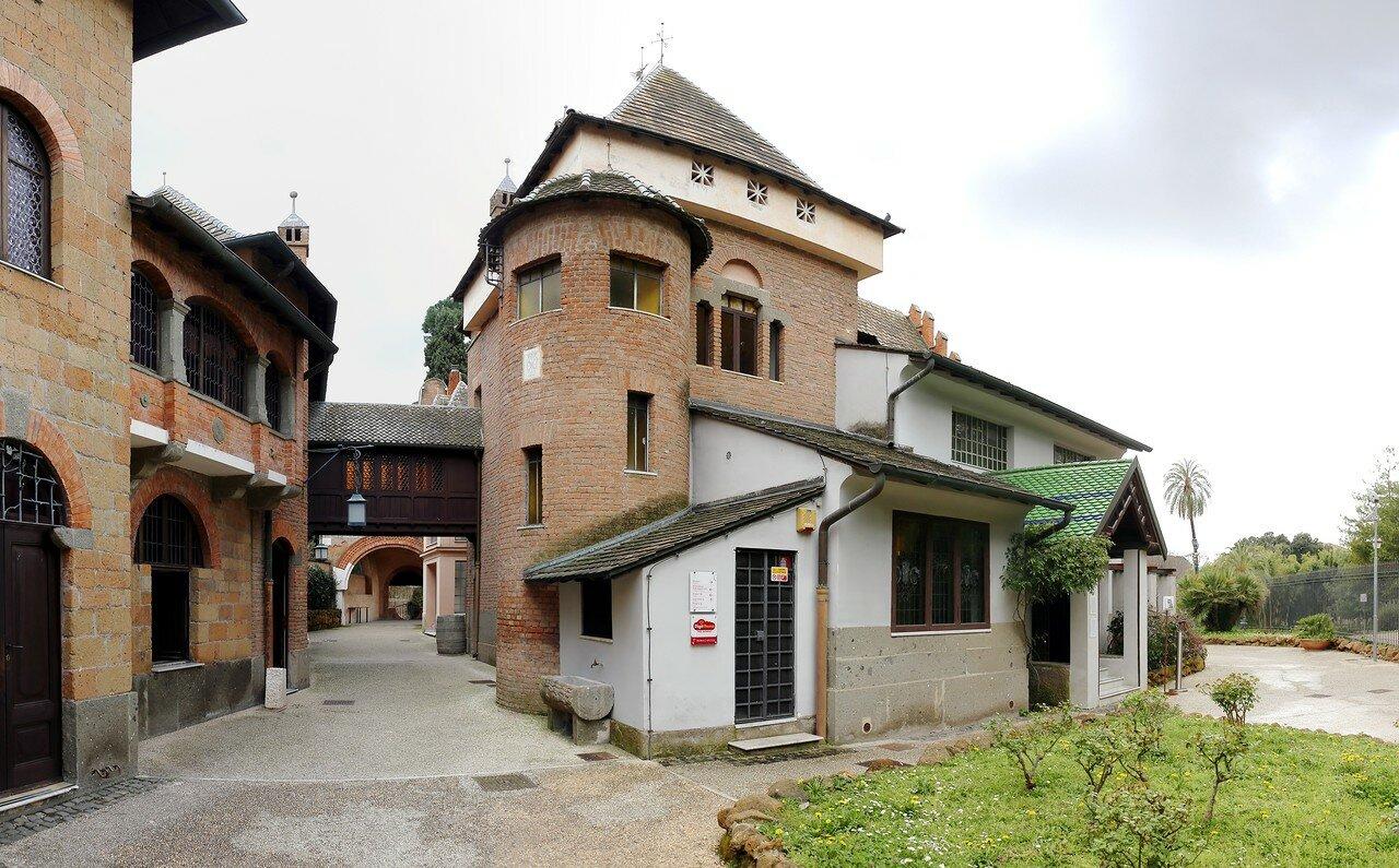 Рим. Вилла Торлония. Совиный дом (Casina delle Civette)