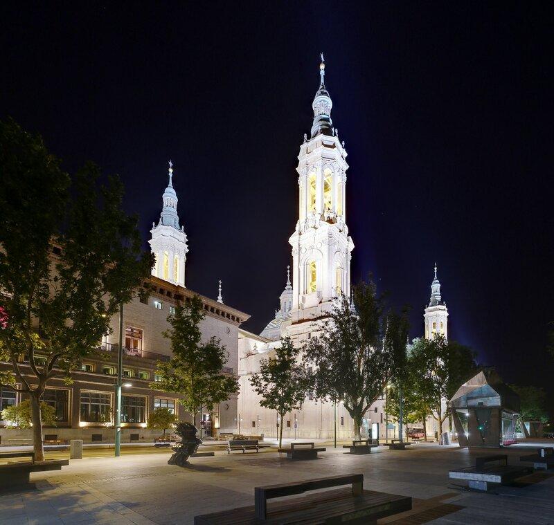 Ночная Сарагоса. Аллея Эчегарай и Кабальеро (Paseo Echegaray y Caballero)