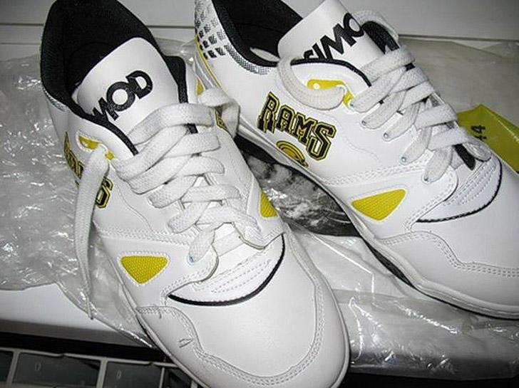 4. Те самые безымянные дерматиновые кроссовки, которые носили те, кому не по карману были «адики». У