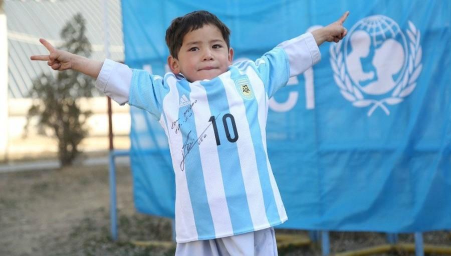 Футболист исполнил мечту бедного мальчика из афганской деревни Фотография мальчика Муртази из афганс
