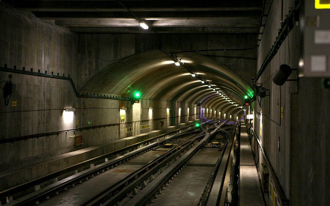 Спустился в метро (16 фото)