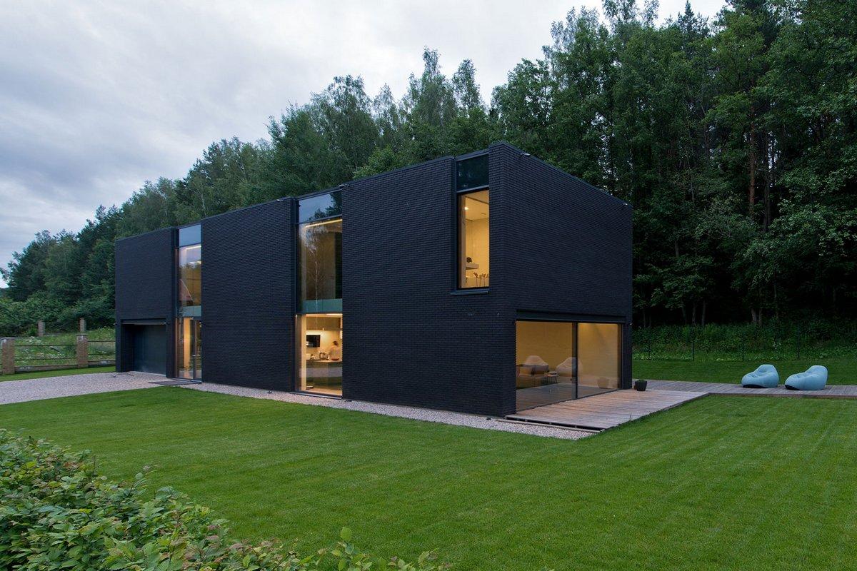 Architectural Bureau G. Natkevicius & Partners, черный частный дом, интерьер в черном цвете, черный пол фото, красивые дома Беларуси фото