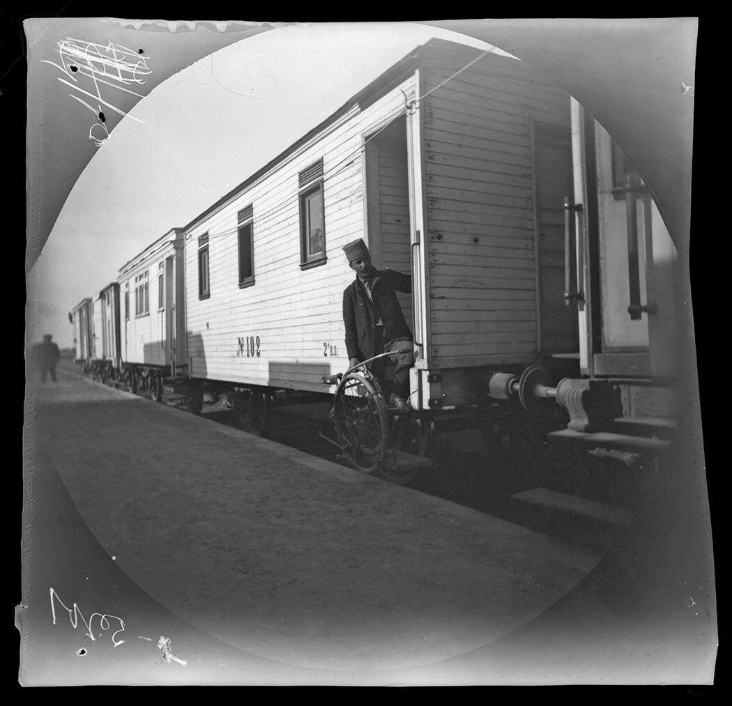2 ноября. По настоянию губернатора Куропаткина велосипедисты решили воспользоваться недавно созданной Закаспийской железной дорогой