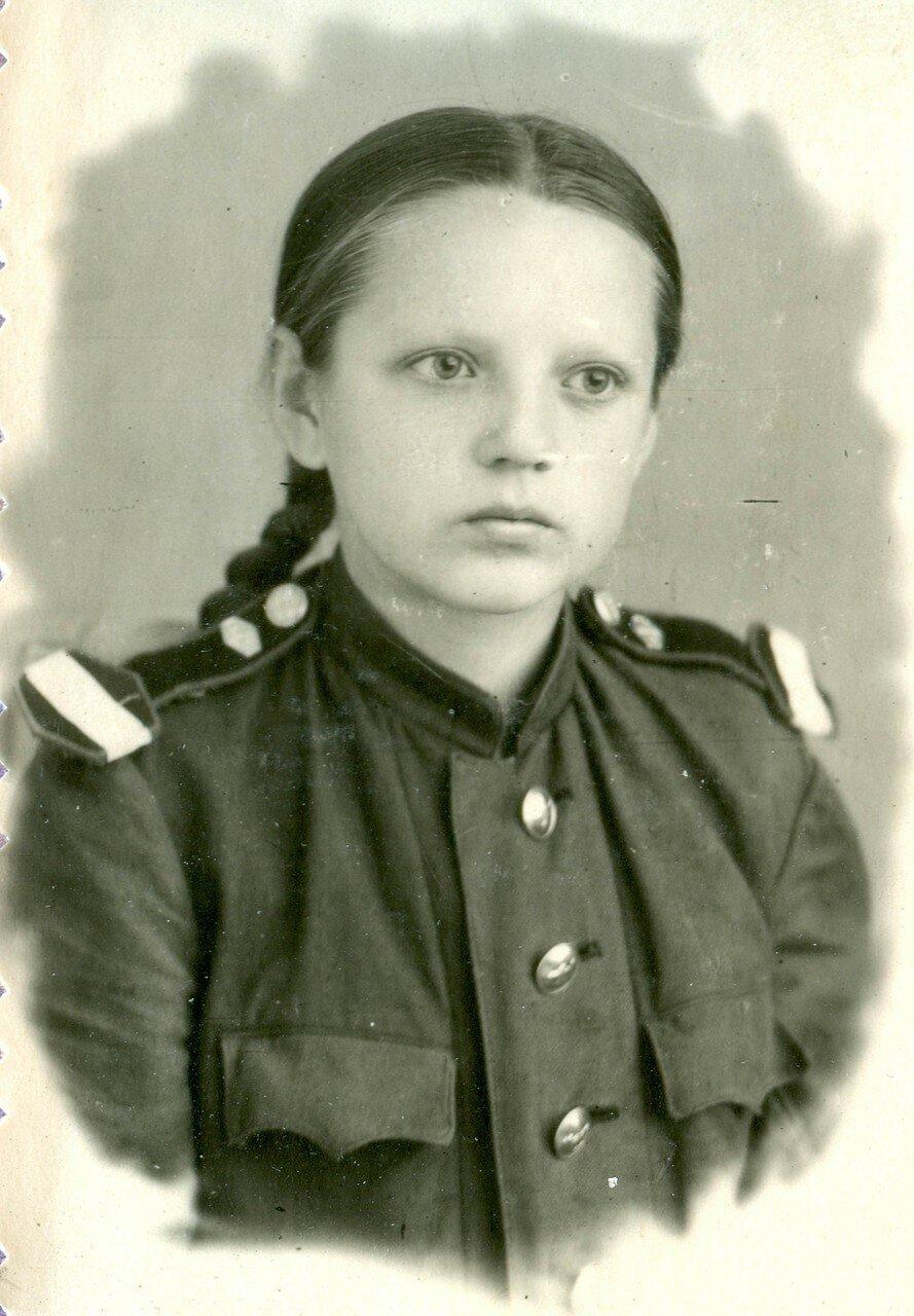 14. Плотникова Валя - ревизор вагона, ученица 7-го класса школы №38