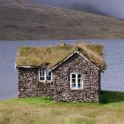Маленький каменный домик