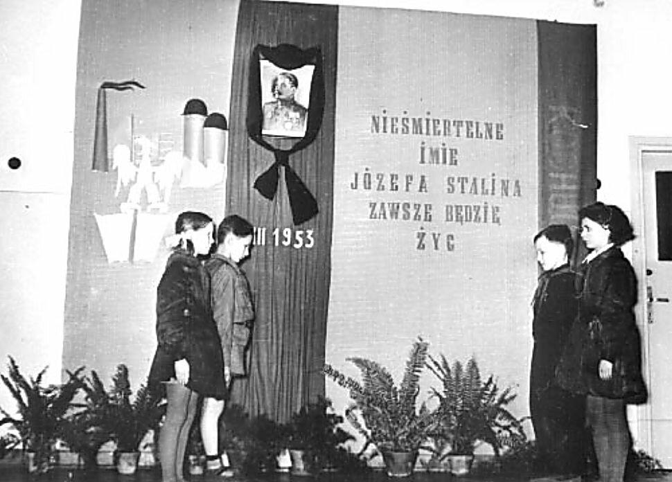 Почётный караул, в Варшаве в начальной школе. 7 марта 1953 г.
