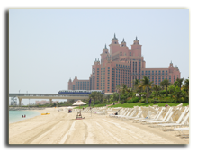 ОАЭ. Дубаи. Beach of Atlantis the Palm hotel, Dubai. Фото Viacheslav Khmelnytskyi -  Depositphotos