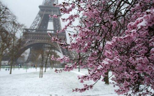 Весенние прогулки по заснеженным городам
