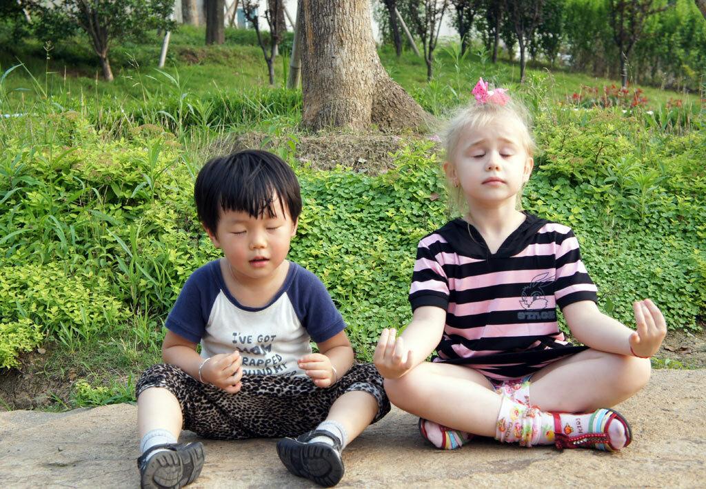 Дети медитируют