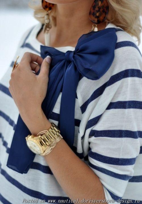 полосатая кофта с синим бантом