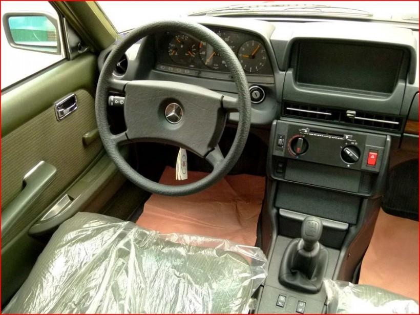 Новенький законсервированный Mercedes-Benz E-class W123
