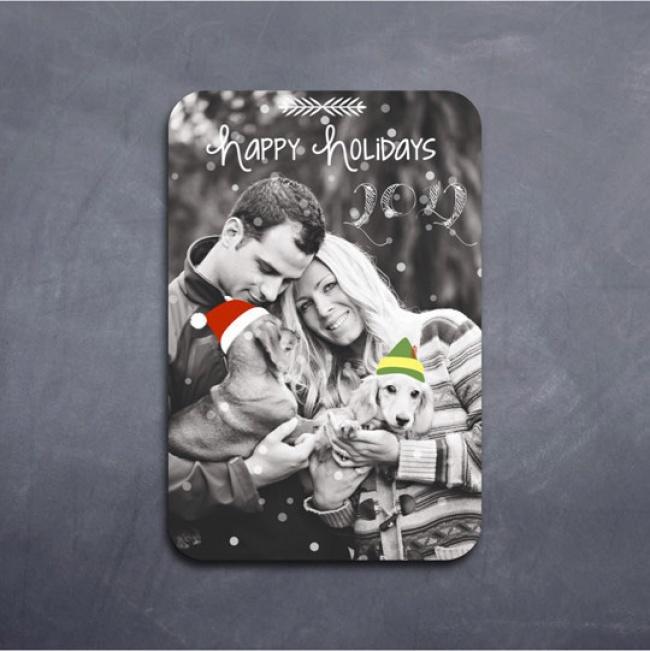 Стильной открыткой станет семейное фото сяркими новогодними деталями. Нарисовать такое исделать по