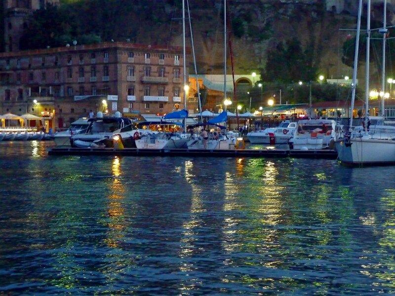 В порту Сорренто вечером.