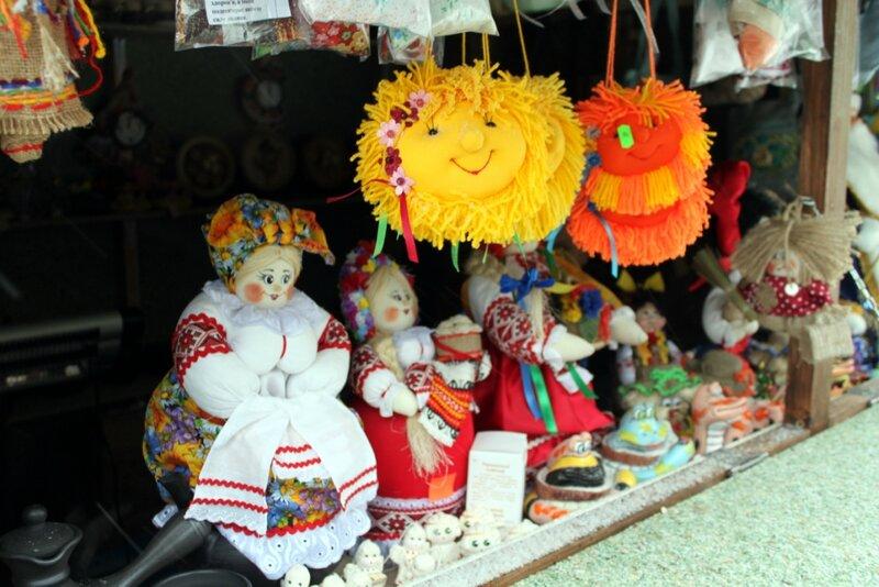 Игрушки в новогоднем поселке на Крещатике
