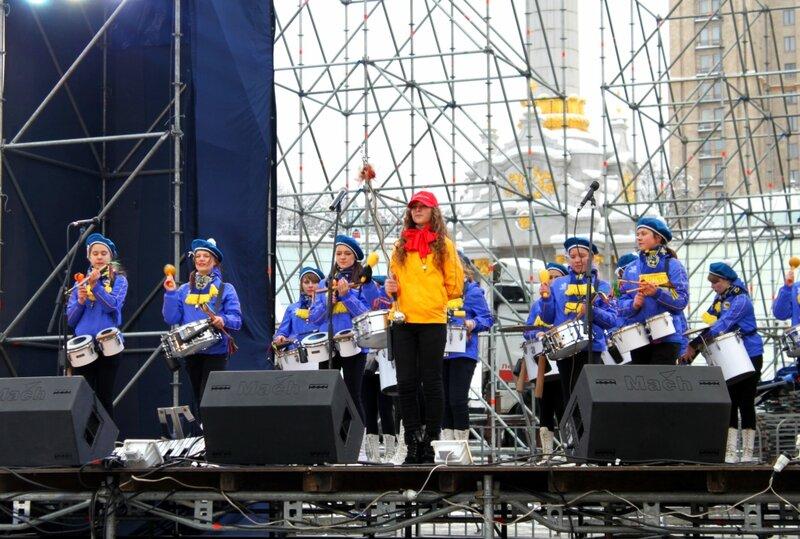 Выступление барабанщиц на Майдане Незалежности