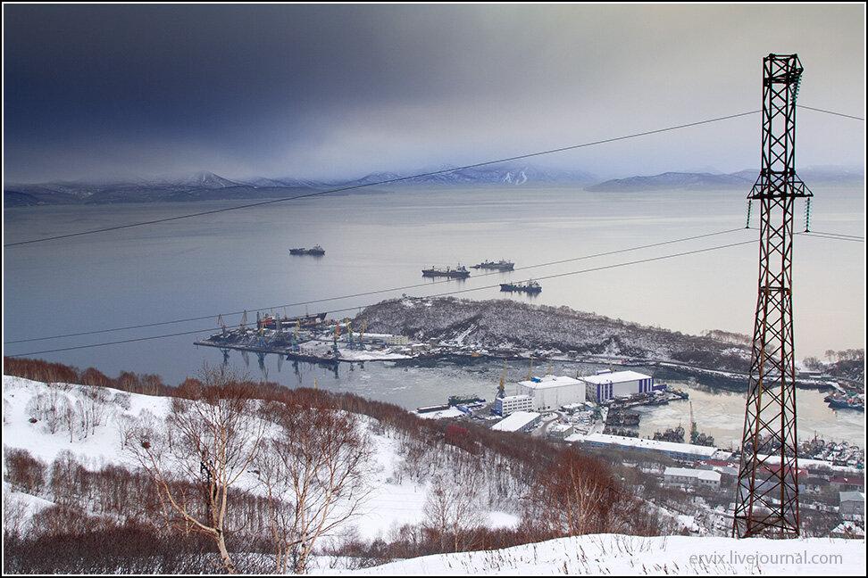 Вид на Авачинскую бухту и Петропавловск-Камчатский