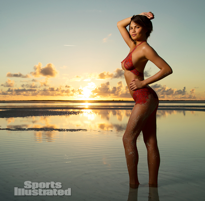 bodypaint - Chrissy Teigen / голая Крисси Тейген в нарисованном купальнике в каталоге Sports Illustrated Swimsuit 2013