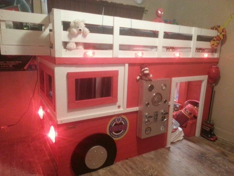 Отец-пожарный сделал своему сыну шикарную кровать