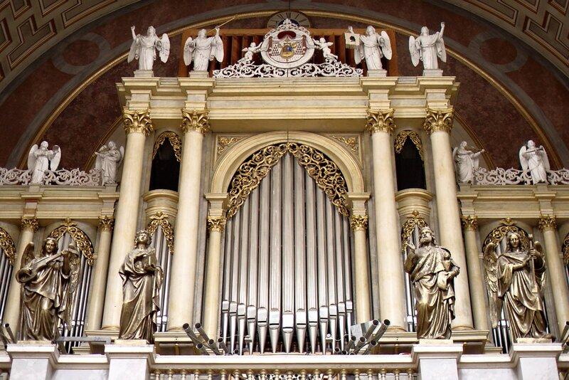 Базилика св. Адальберта, орган