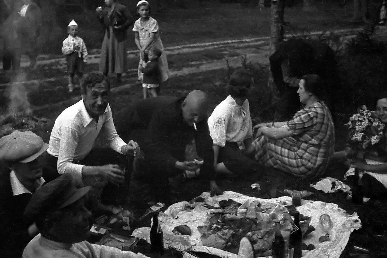 Фото середины 30 годов. Снято в Подмосковье, в окрестностях Реутова.