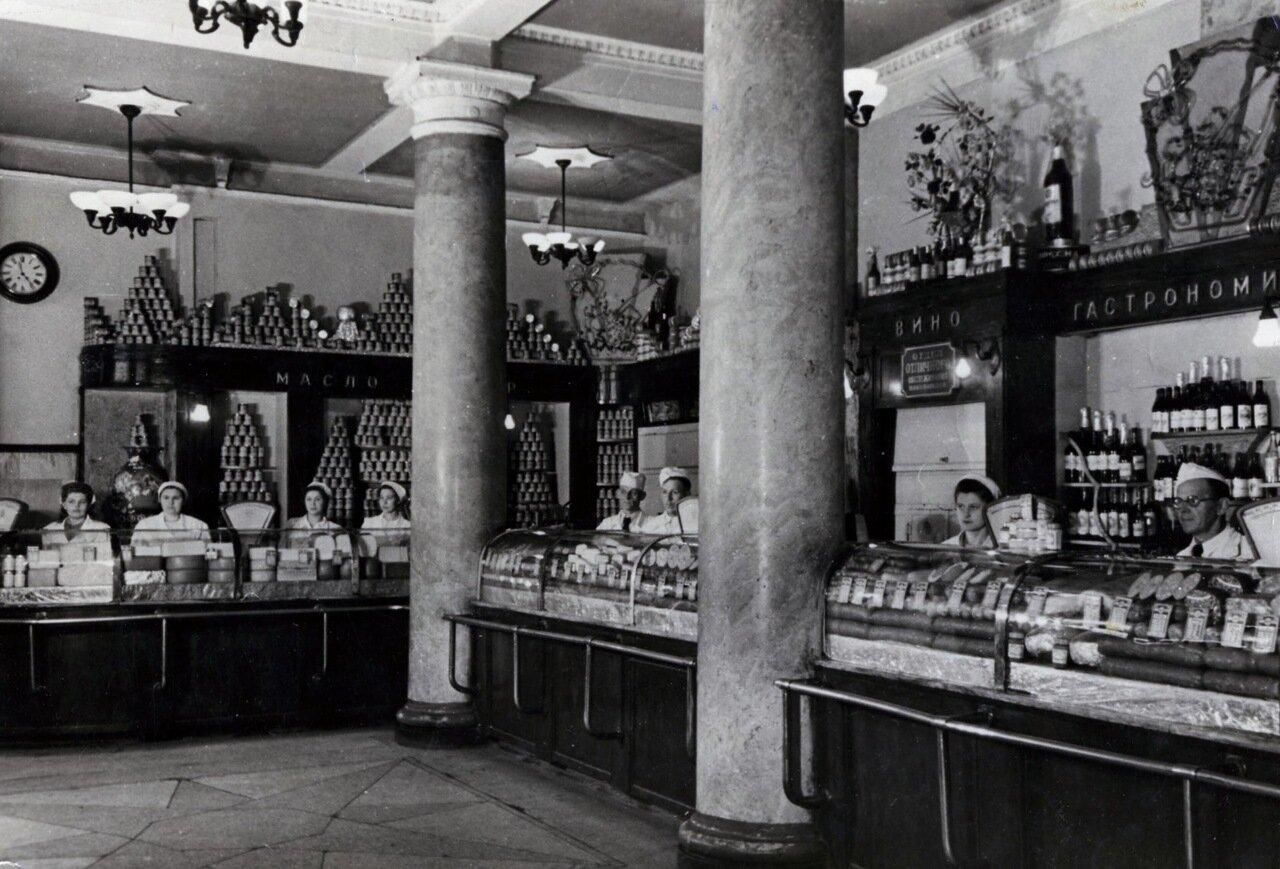 1960-е. Гастроном у Курского вокзала