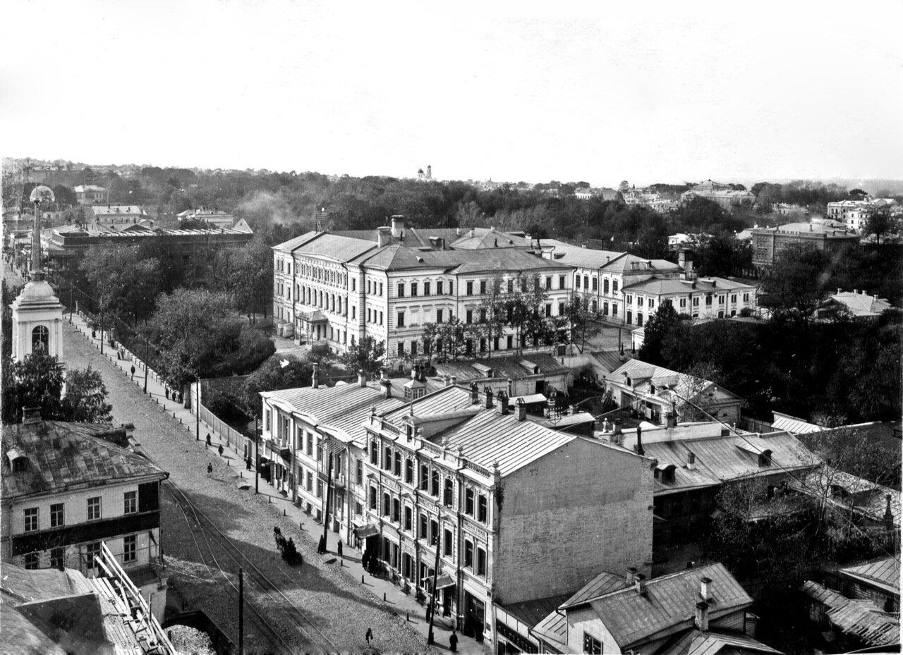 Большая Покровка с башни Государственного банка. В центре кадра - Владимирское реальное училище