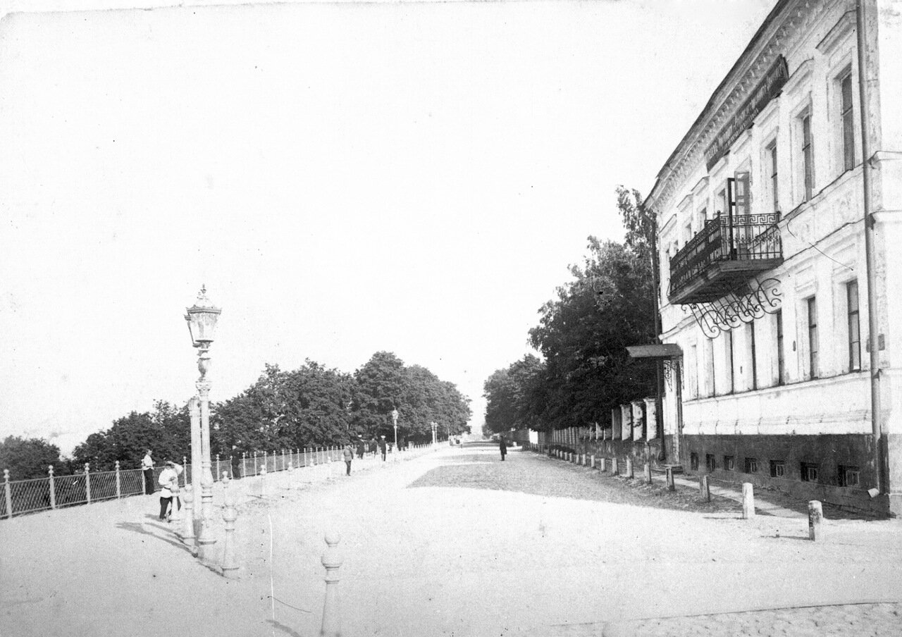 Верхневолжская набережная в сторону Казанского съезда и Печёрского монастыря.