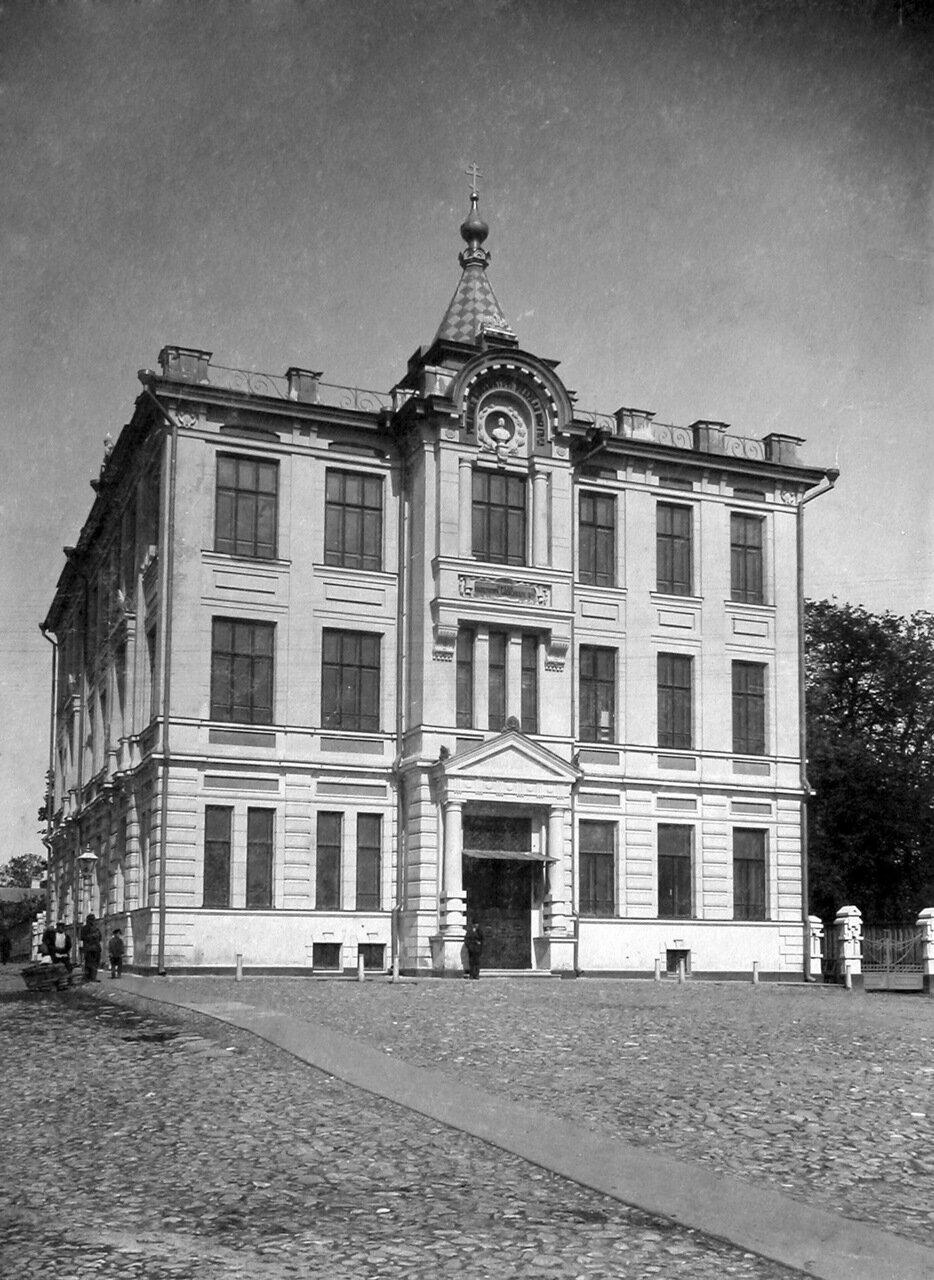 Школа имени императора Александра II на Арестантской или Новобазарной площади