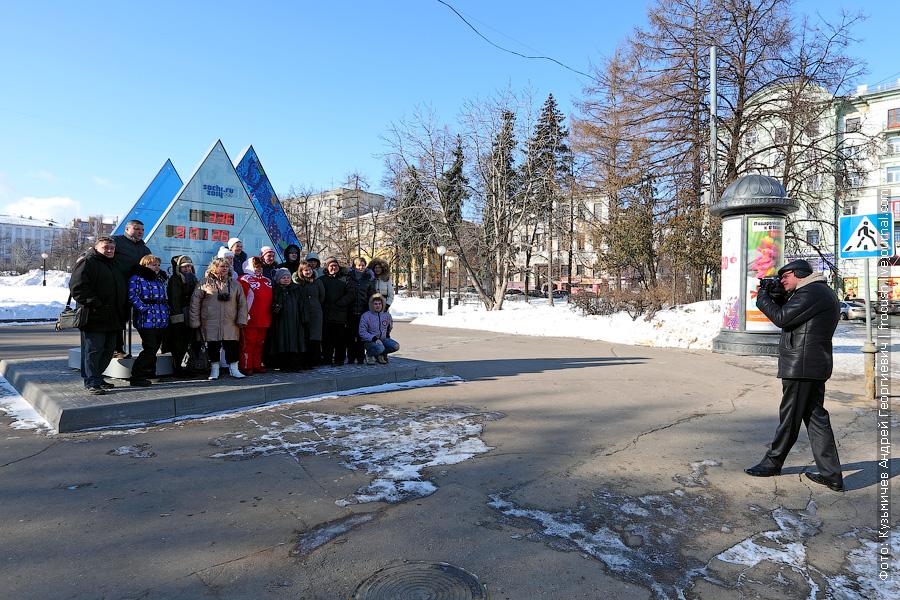 фотография Олимпийских часов в Нижнем Новгороде на площади Горького