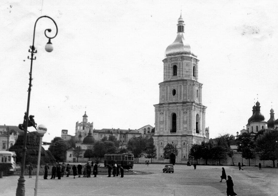 1950-е. Площадь Богдана Хмельницкого (теперь Софийская площадь)