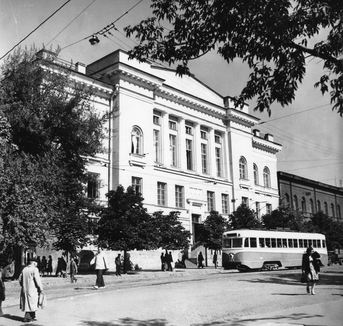 1953. Улица Владимирская, здание Государственной публичной библиотеки УССР