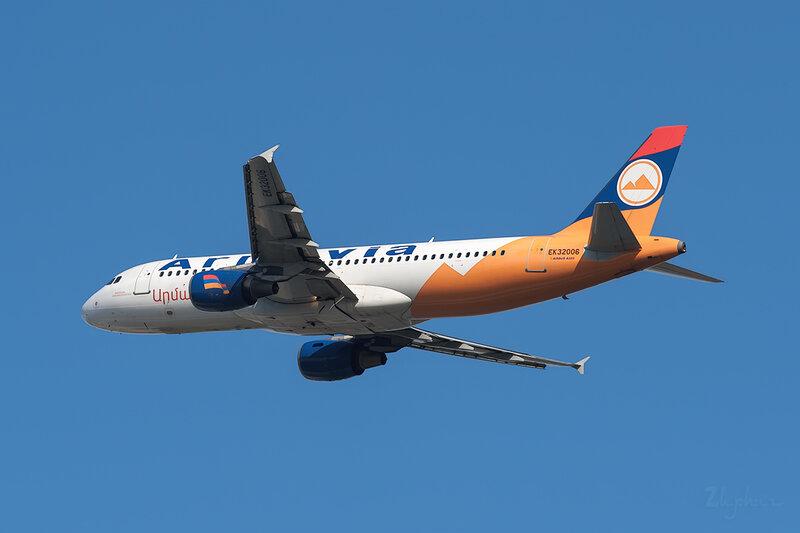 Airbus A320-214 (EK-32006) Armavia DSC6898