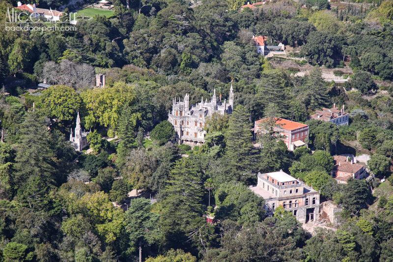 вид на Quinta da Regaleira со стен замка мавров, синтра