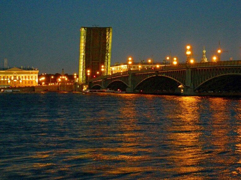 Троицкий мост белой ночью