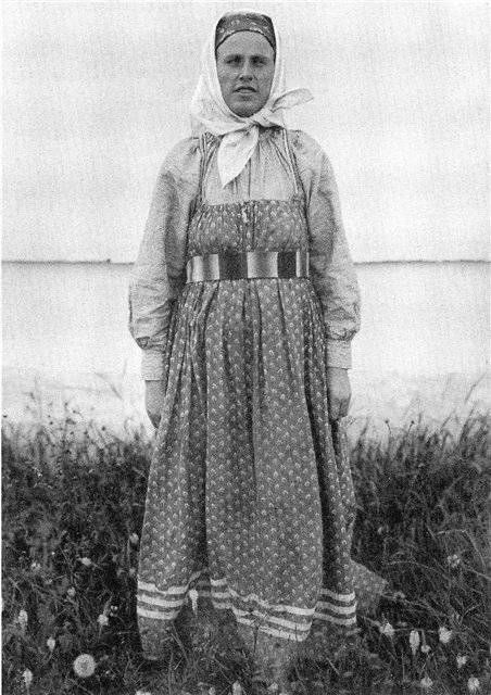 Женщина в будничном костюме. Вологодская губ.1911 г.