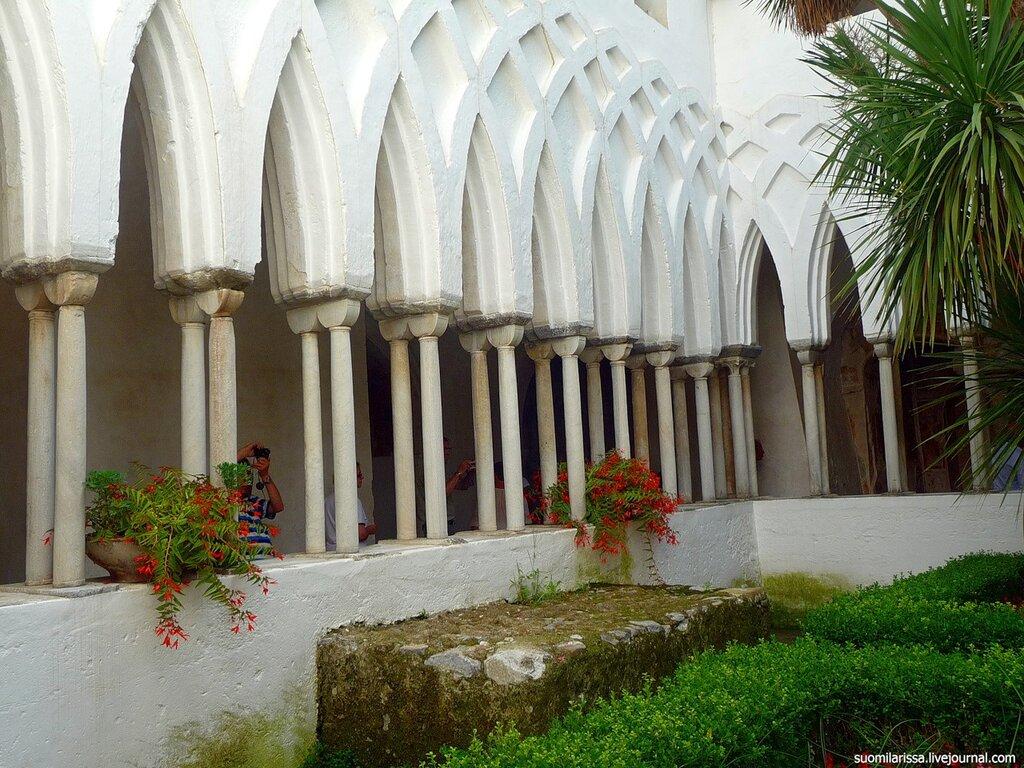 Италия. Амальфи. Собор. Монастырский дворик.
