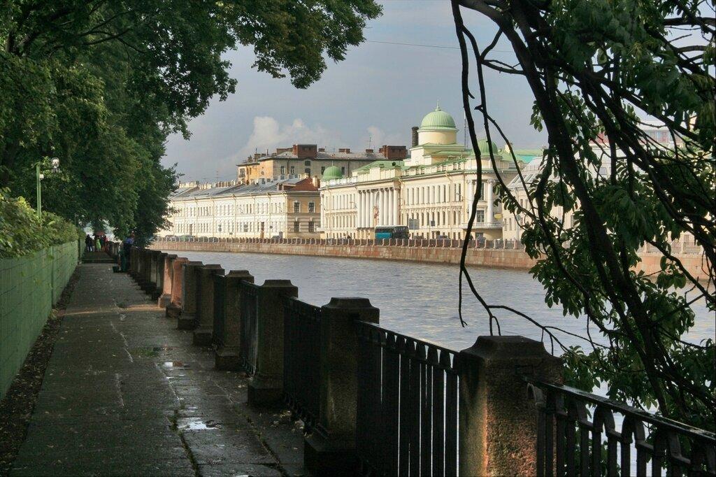 Набережная Фонтанки, вид на бывшие Главное дворцовое управление прачечными и Императорский институт правоведения