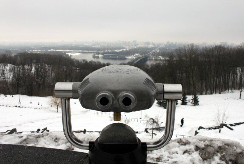 Туристический бинокль в парке Славы