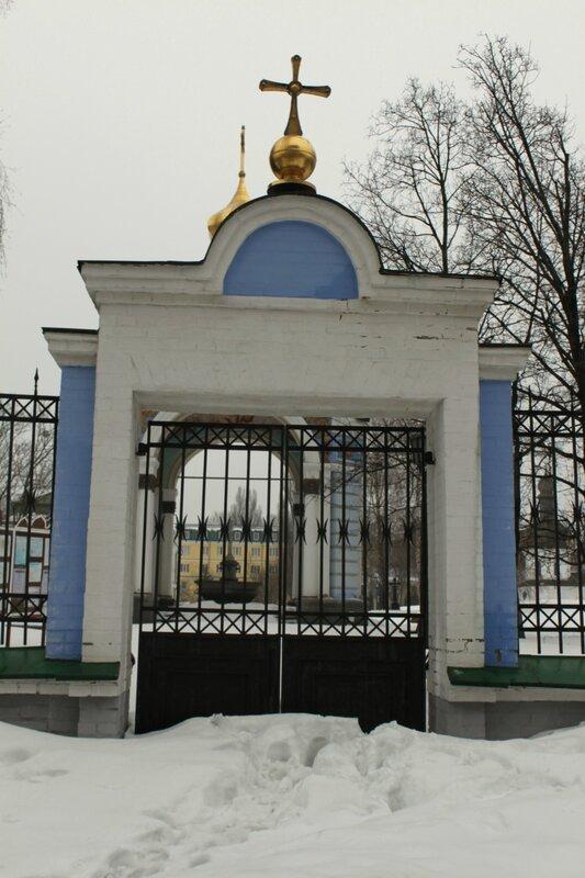 Боковая калитка Михайловского монастыря