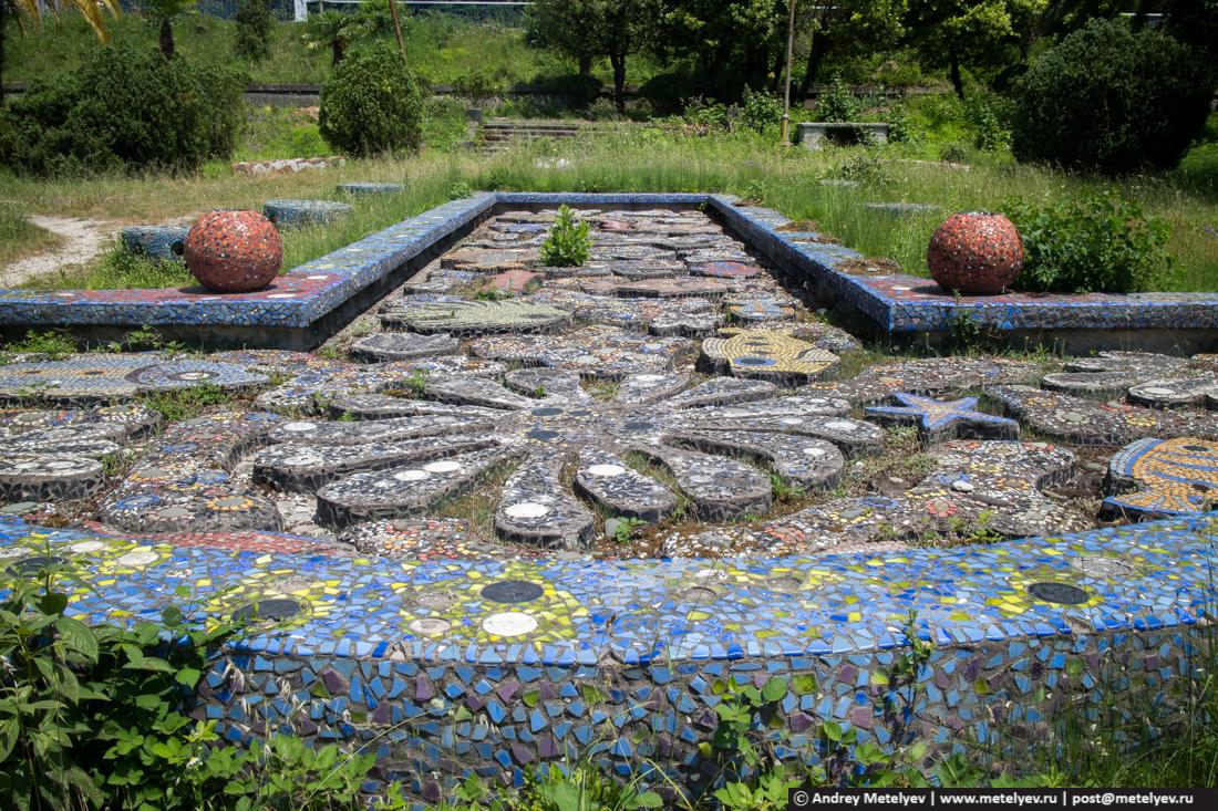 Бывший сад в Гаграх