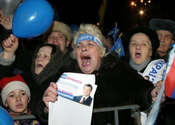 """Изнурительная борьба с фашизмом: """"регионалы"""" легли спать прямо на флаги - Цензор.НЕТ 5076"""