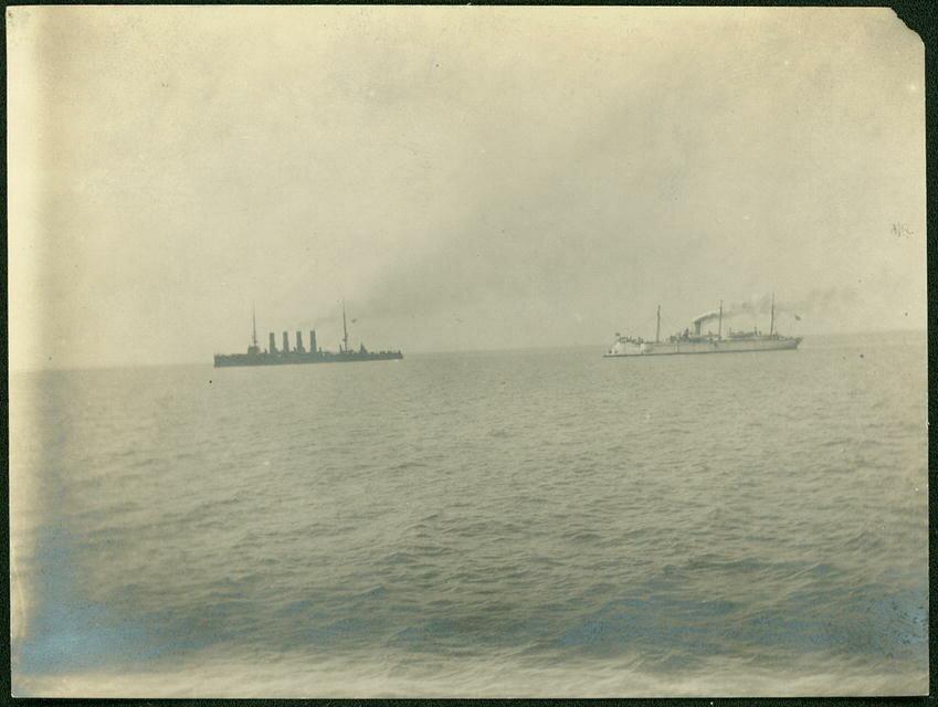 Крейсер «Варяг» и канонерская лодка «Кореец» в Чемульпо.