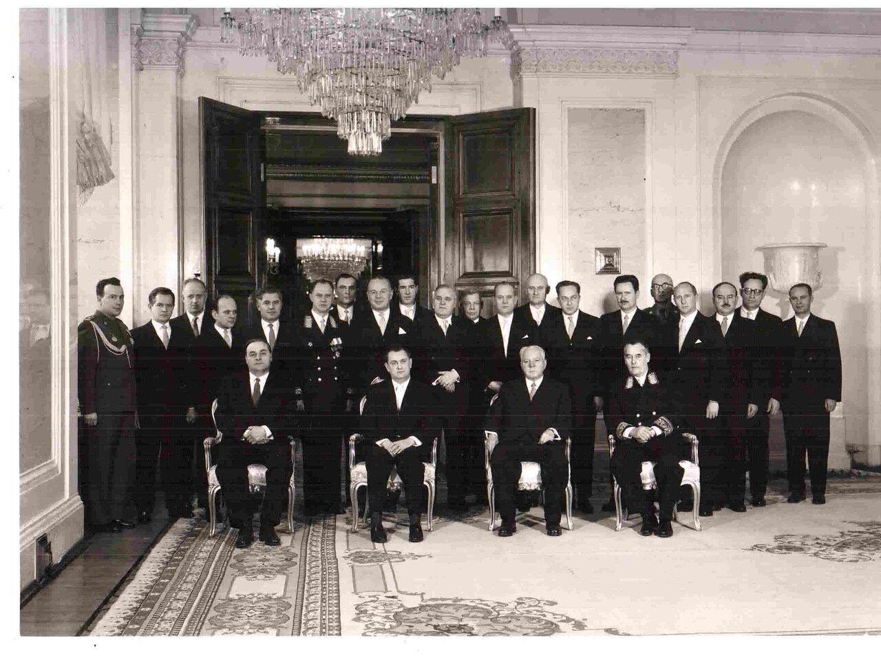 Ворошилов и посол Польской Народной республики во время вручения верительных грамот в Кремле. 2 декабря 1959 г.