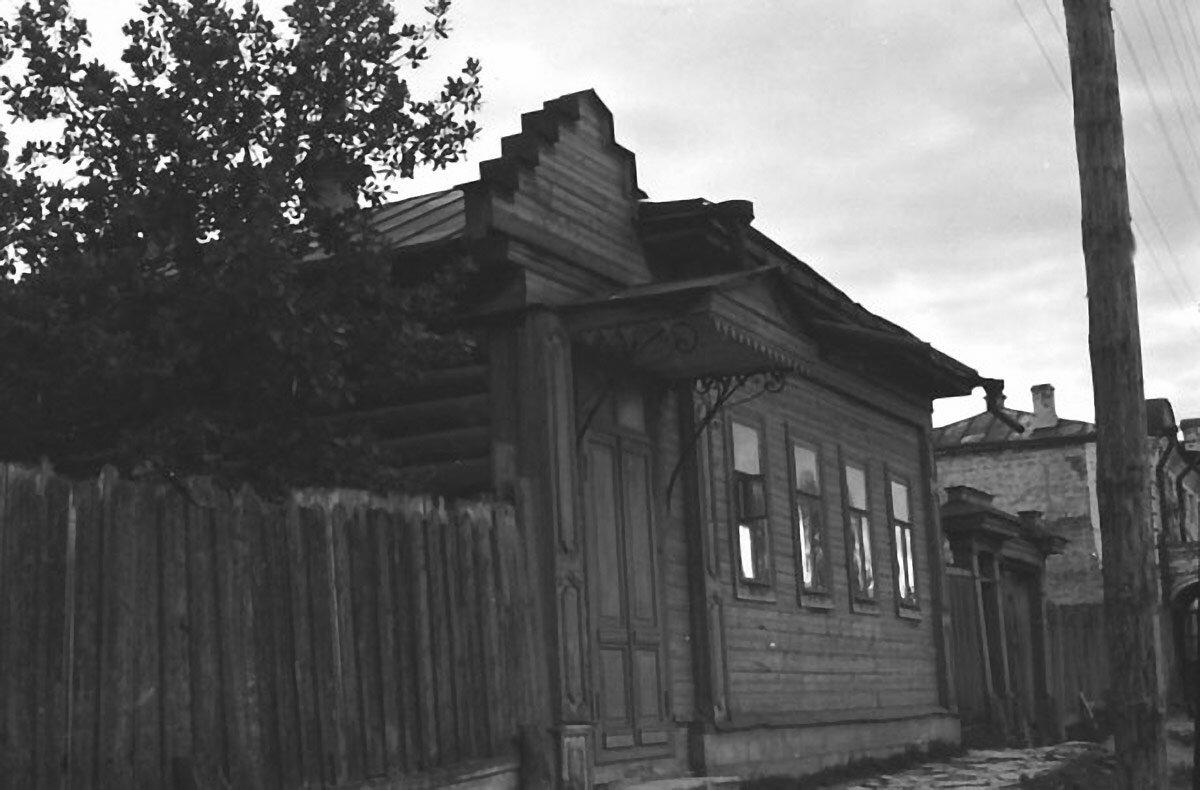 Улица Московская, дом Чарушниковых.