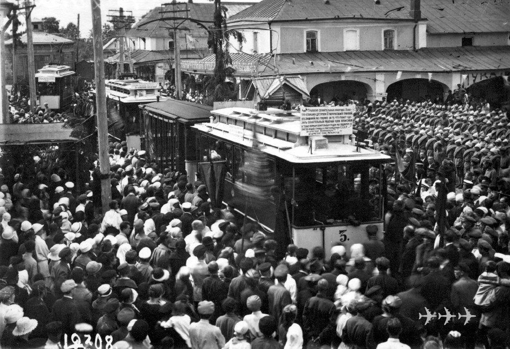 Торжественное открытие трамвая в Старой Руссе